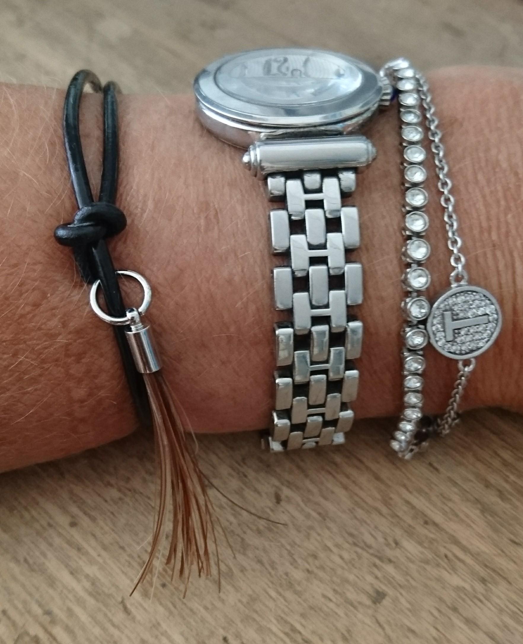 Leren armband met hanger van paardenhaar, Ilion
