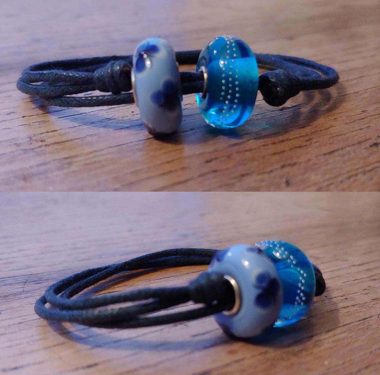Armband van waxkoord met 2 blauwe glaskralen, voor Jet