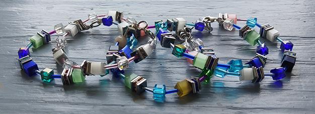 Armbanden van glaskralen